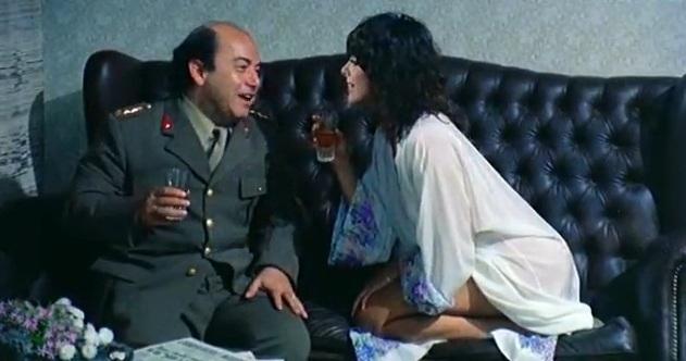 La dottoressa ci sta col colonnello Lino Banfi Nadia Cassini