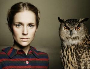 agnes_obel_girl_bird_owl_look_hd-wallpaper-11862
