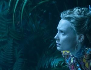 Mia Wasikowska in Alice Attraverso lo specchio