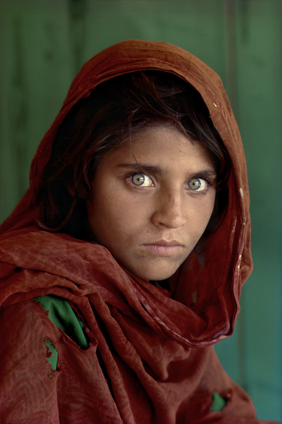 Sharbat Gula, Afghan Girl, at Nasir Bagh refugee camp near Peshawar, Pakistan, 1984. National Geographic.