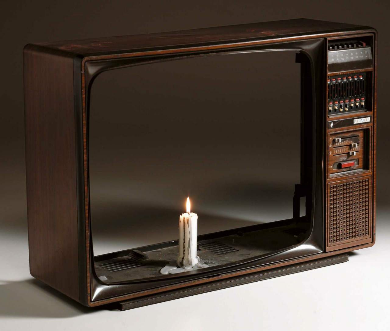 Nam June Paik Candle in TV Case (1975). © Paik, Nam June