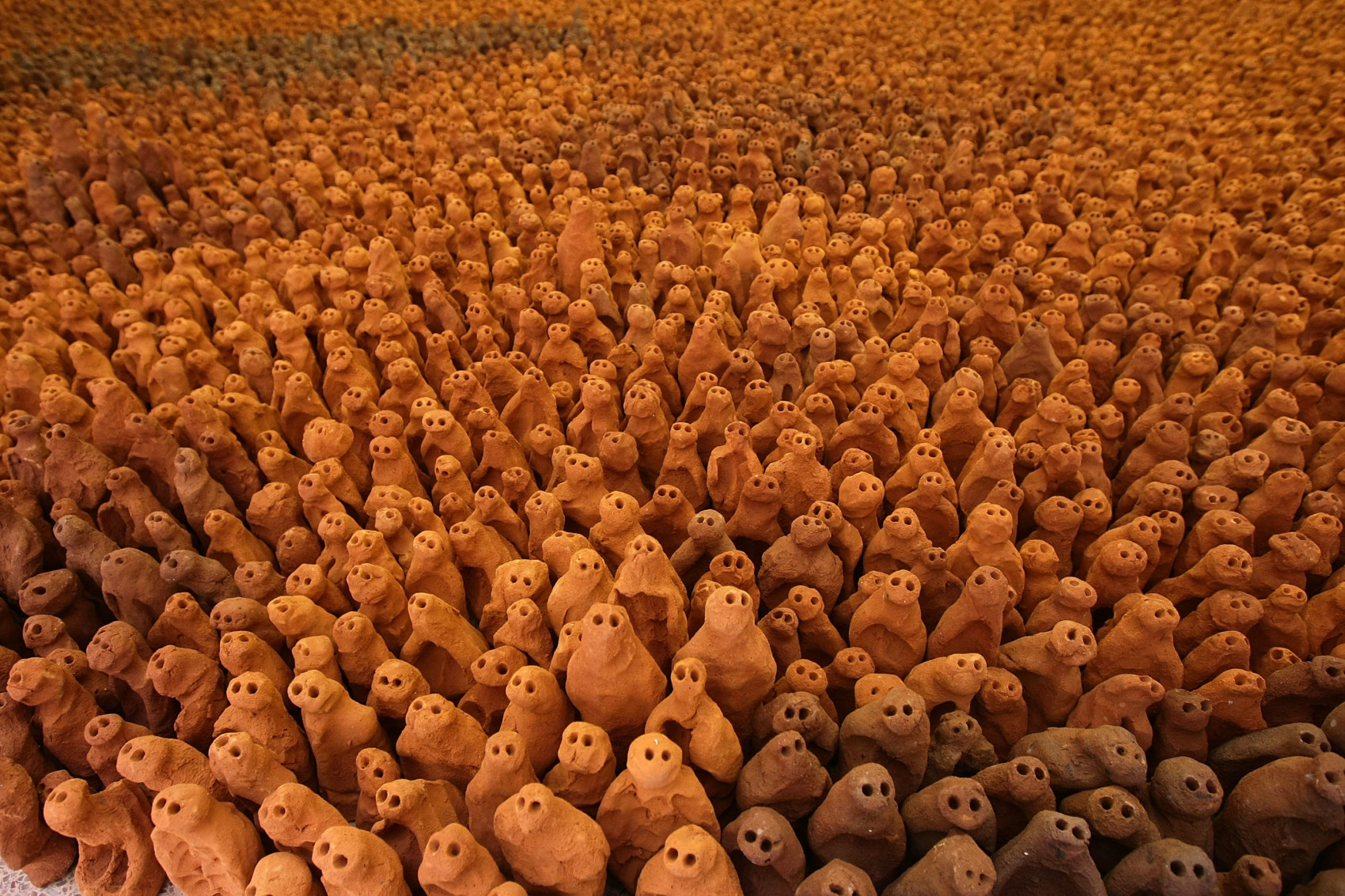 Anthony Gormley Terracotta Figures Return To Their Birthplace. Foto ©Christopher Furlong/Getty Images