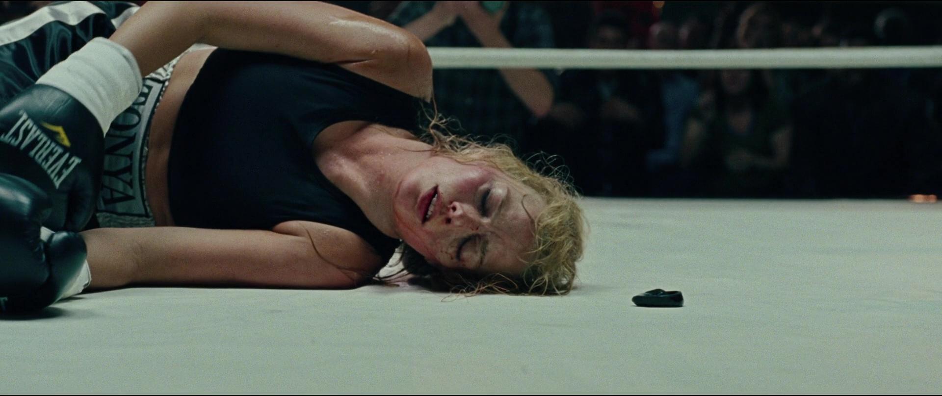 Everlast-Boxing-Gloves-Worn-by-Margot-Robbie-in-I-Tonya-3