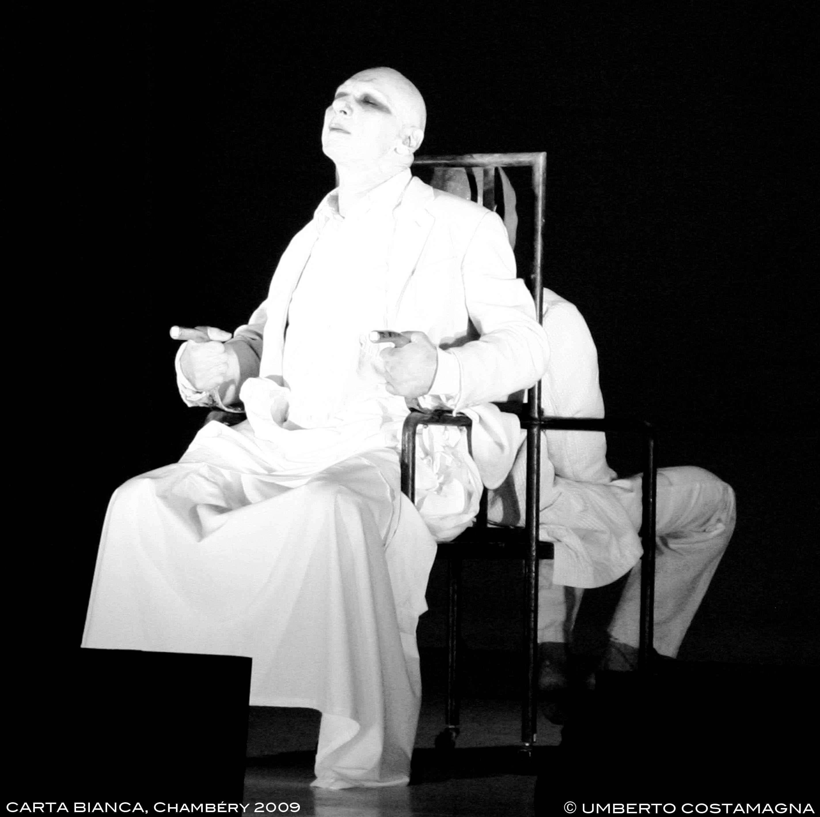 Danio Manfredini Al presente. Foto di scena ©Alberto Costamagna