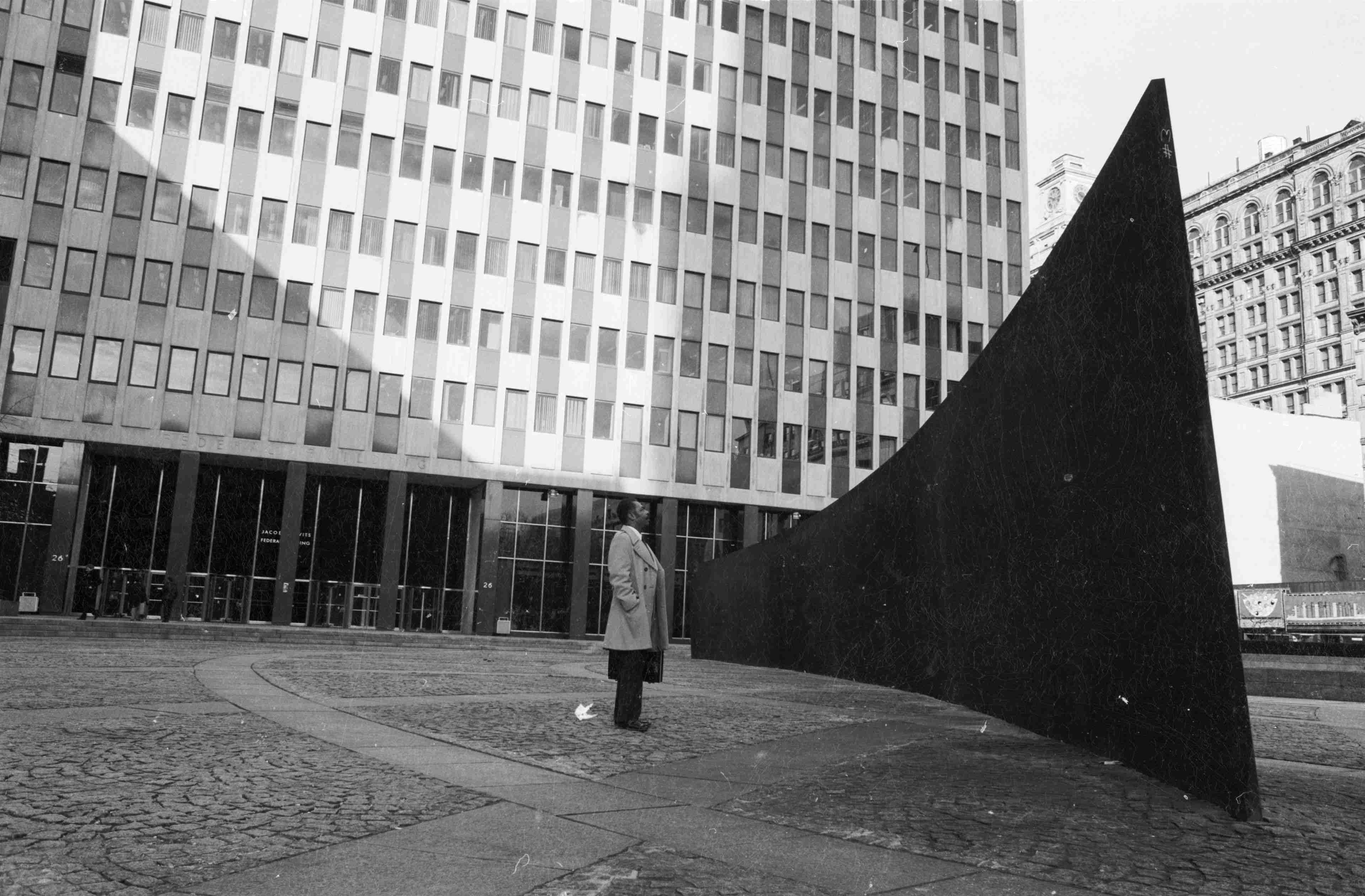 Richard Serra Tilted Arc (1981). ©Frank Martin/BIPs/Getty Images