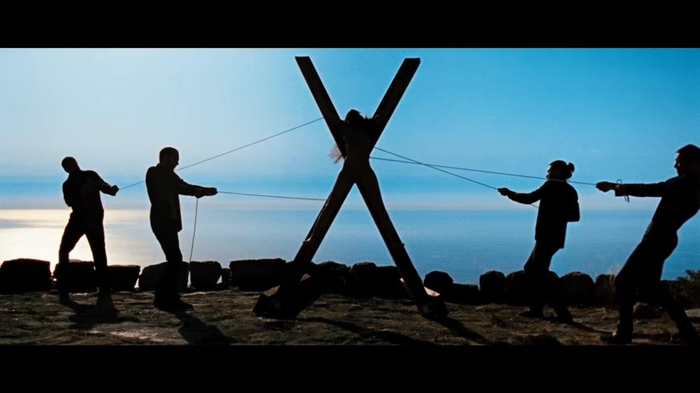 laissez-bronzer-les-cadavres-helene-cattet-bruno-forziani-crucifixion