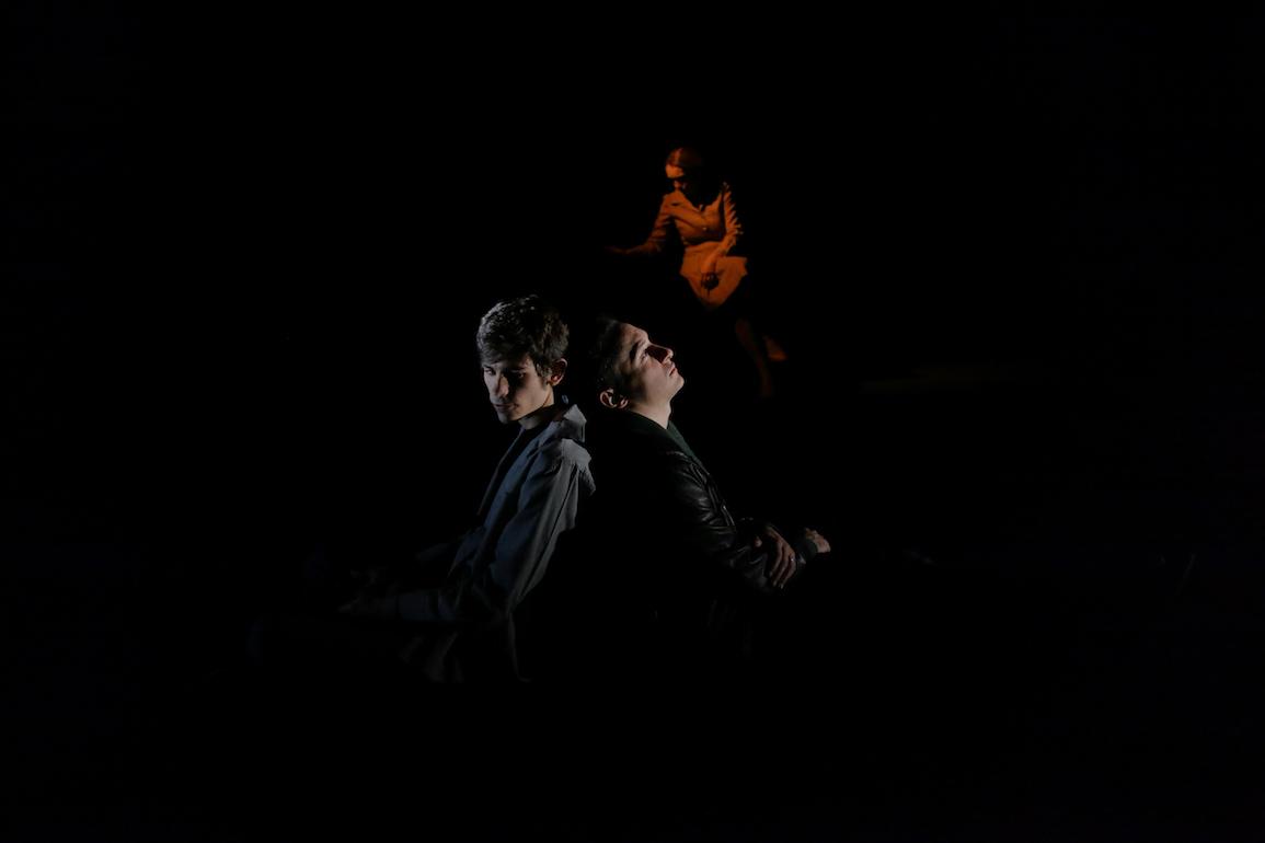 Pier Lorenzo Pisano Per il tuo bene. Foto di scena ©Luca del Pia