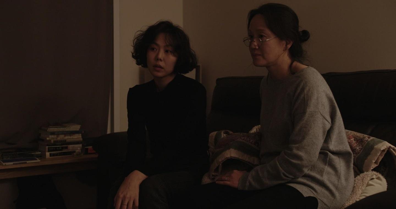 the-woman-who-run-2020-hong-sansoo-2